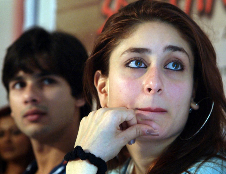 Kareena Kapoor Greets Shahid in Public 7 Years after ...