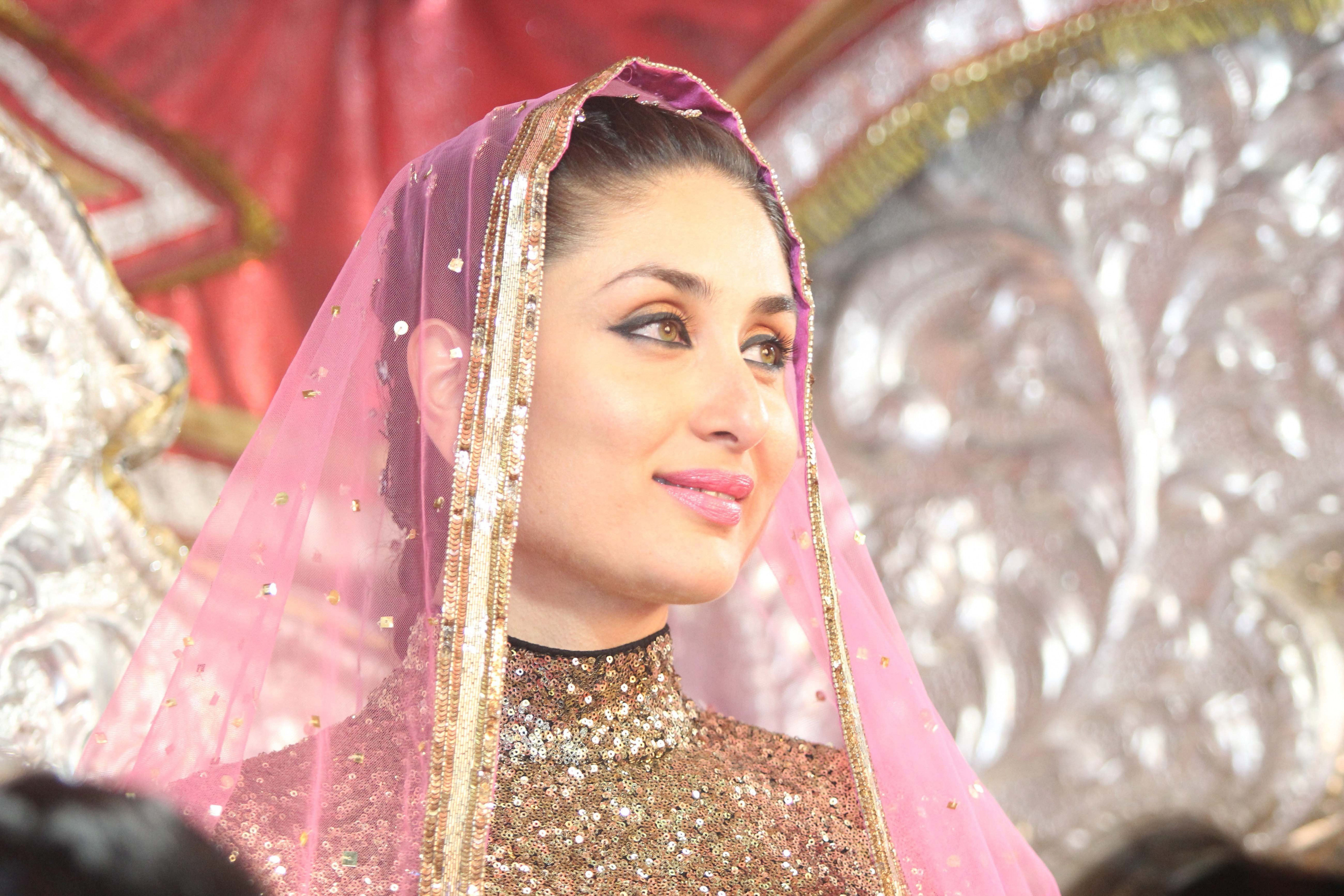 Kareena kapoor in bridal wear image | Latest HD Wallpapers