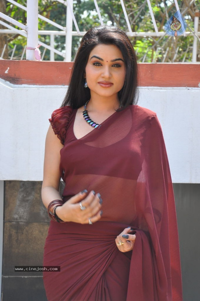 Kavya Singh mindblowing show in telugu movie I love you ...