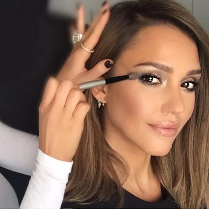 Kim Kardashian's Makeup Artist Works With Jessica Alba ...