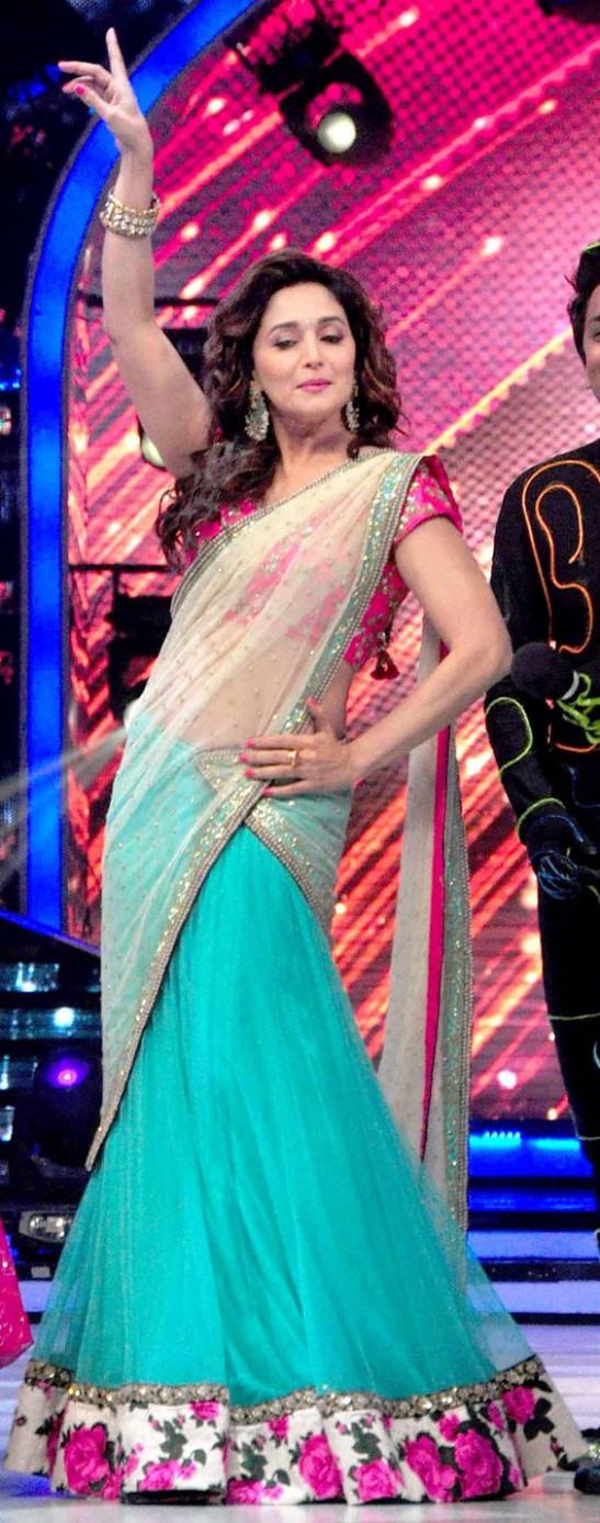 Madhuri Dixit shows off her dance moves : Photos: Sonam ...