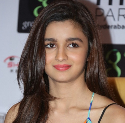 Makeup looks for Alia Bhatt: How to get those