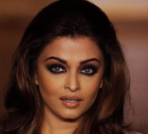 Makeup Products That Would Make You Look Like A Bollywood Star - bollywood stars makeup
