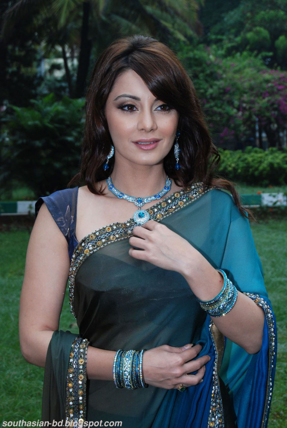 Minisha Lamba Latest Hot Stills Pics,Wiki,Biography,News ...