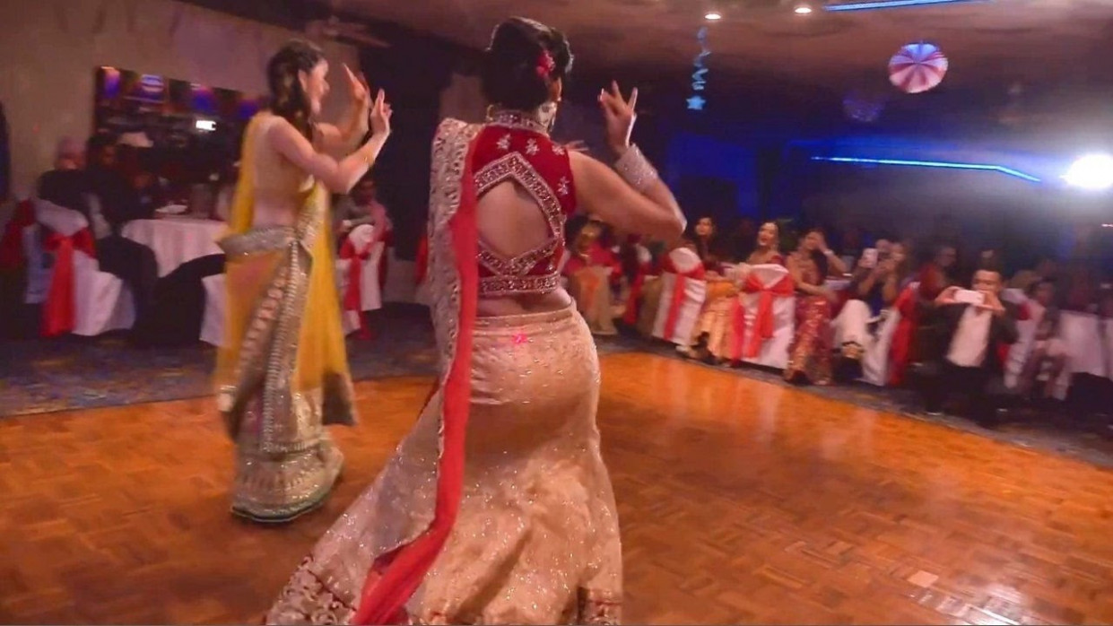 New Indian Wedding Dance by beautiful Bride & Friends ...