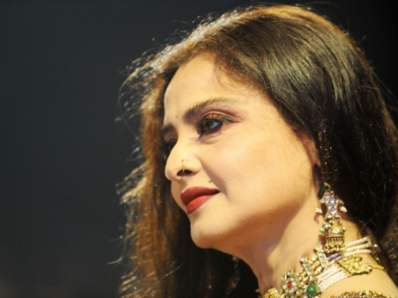 Old Is Gold Beautiful Rekha HD Wallpaper - all 4u wallpaper