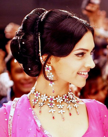 Oldies Bollywood Makeup Breakdown: Deepika Padukone in Om ...