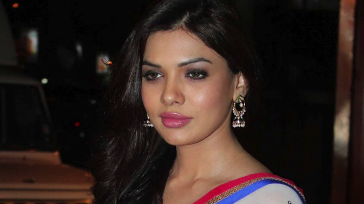 Pakistani Actress Mona Lisa Sara Loren Looks Ravishing In ...