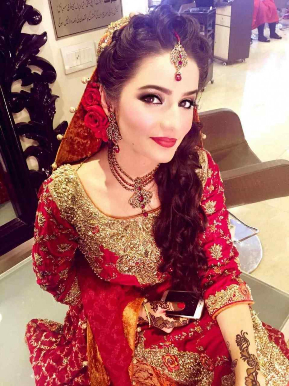 pakistani bridal hairstyle for round face – MayaMokaComm