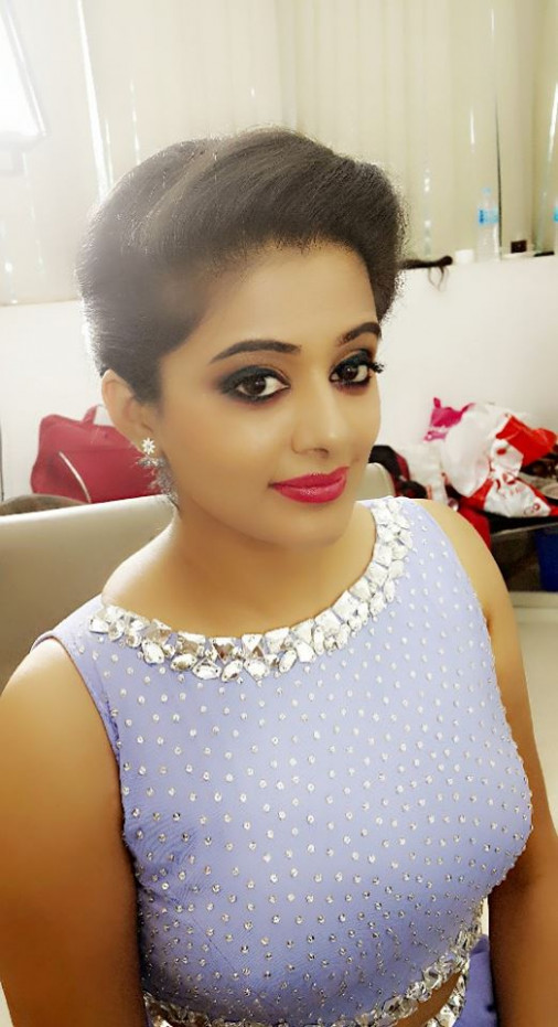 Priyamani Hot Tamil and Malayalam Bikini Actress Photos ...
