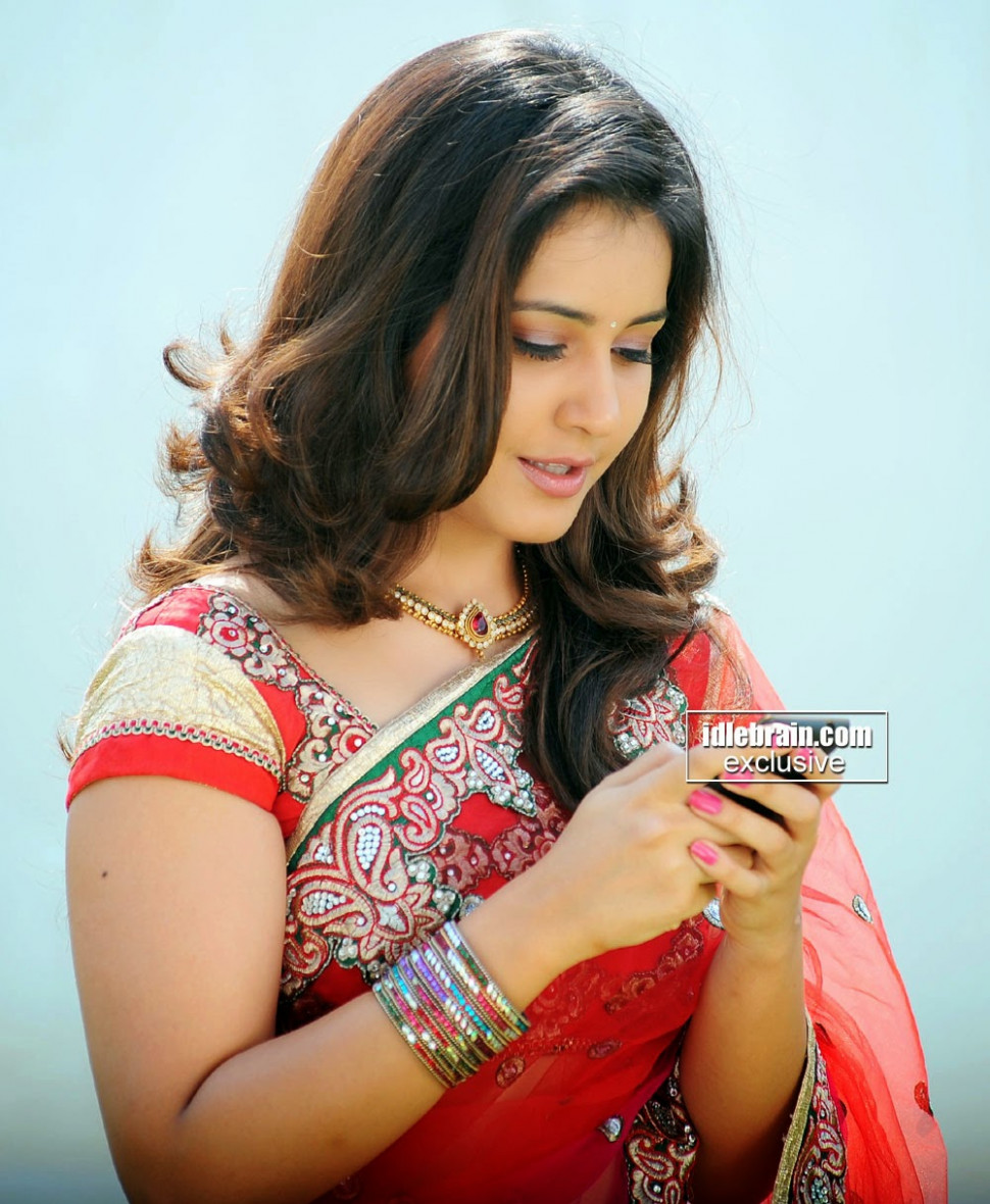 Rashi Khanna Profile,bra size and Body Measurements ...
