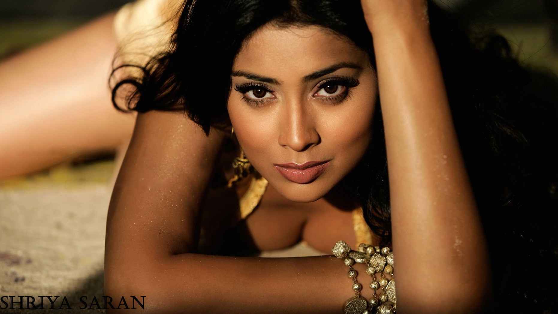 Shriya Saran Hot Unseen Sexy Photos And Wallpapers