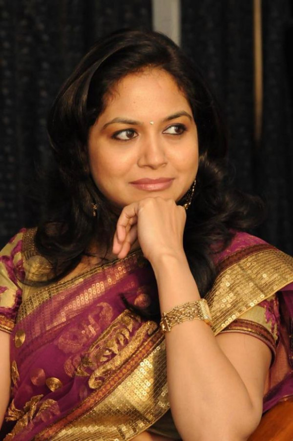 Singer Sunitha Latest Photo Collections In Saree ...