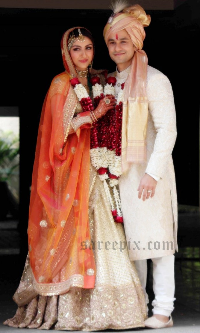 Soha ali khan bridal lehenga at her wedding photos