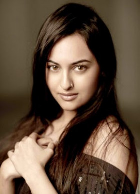 Sonakshi sinha latest saree photos and stills - Tollywood ...
