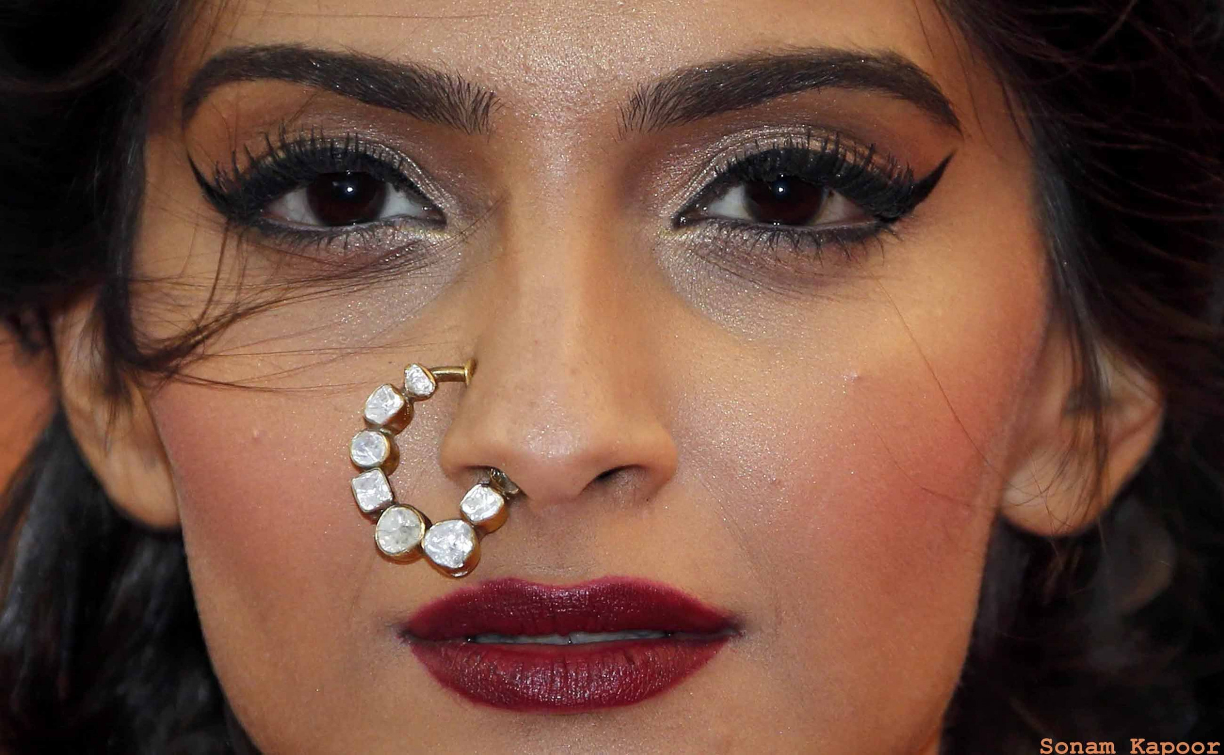 Sonam Kapoor full makeup face in party image | Latest HD ...