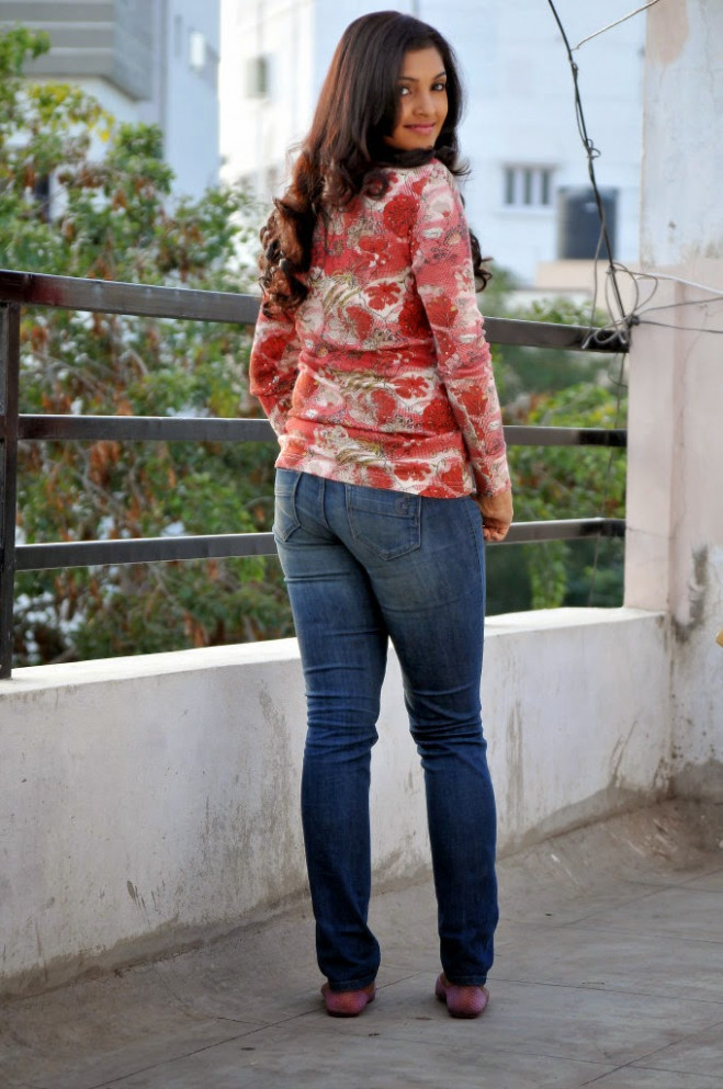 South Actress Hot Sexy Photos in Tight Jeans - CAP