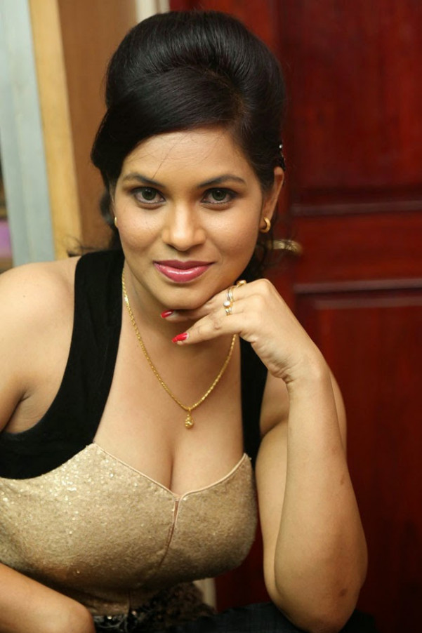 Spicy Actress Revathi in Kakatiyudu Telugu Movie Trailer ...