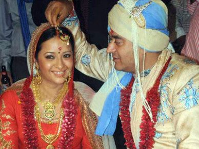 TAMIL CINEMA NEWS: Actress Reema Sen marriage Photos / News