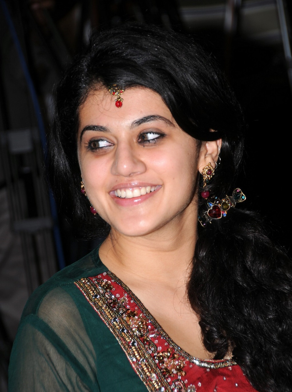 Tapasee-pannu-at-santosham-awards-2009 - Tollywood Actress ...