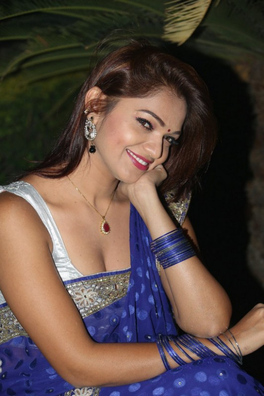 Telugu Actress Ashwini Hot Saree Expose Images - Heroines ...