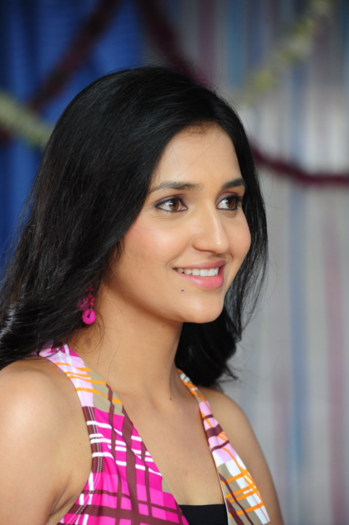 Telugu Actress Sarayu Latest Photo Gallery - news of tollywood actress