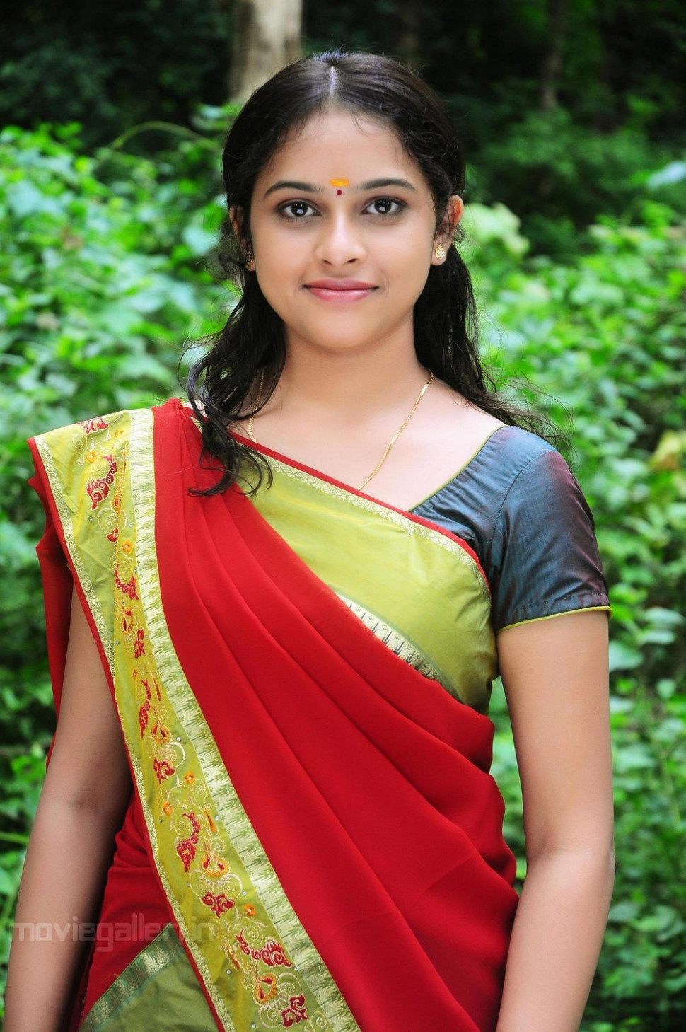 Telugu Actress Sri Divya in Saree Photo Gallery ...