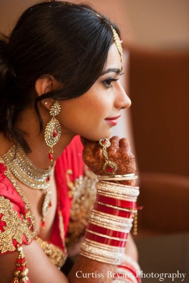 This Indian bride poses for beautiful wedding portraits ...