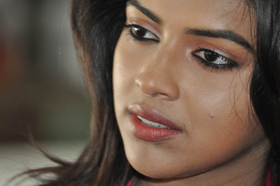 Tollywood actress Amala Paul hd wallpaper | Latest HD ...