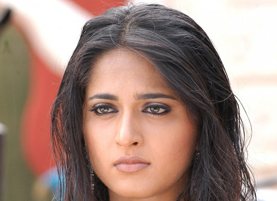 Tollywood Actress Anushka Shetty Hot Face Close UP Photos