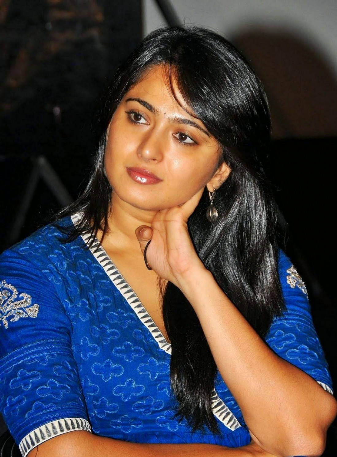 Tollywood Actress Anushka Shetty Hot Smiling Face Photos ..