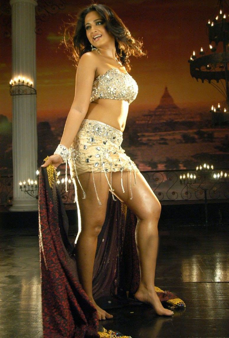 Tollywood Actress Anushka Shetty Hot Thigh Show Photos In ...