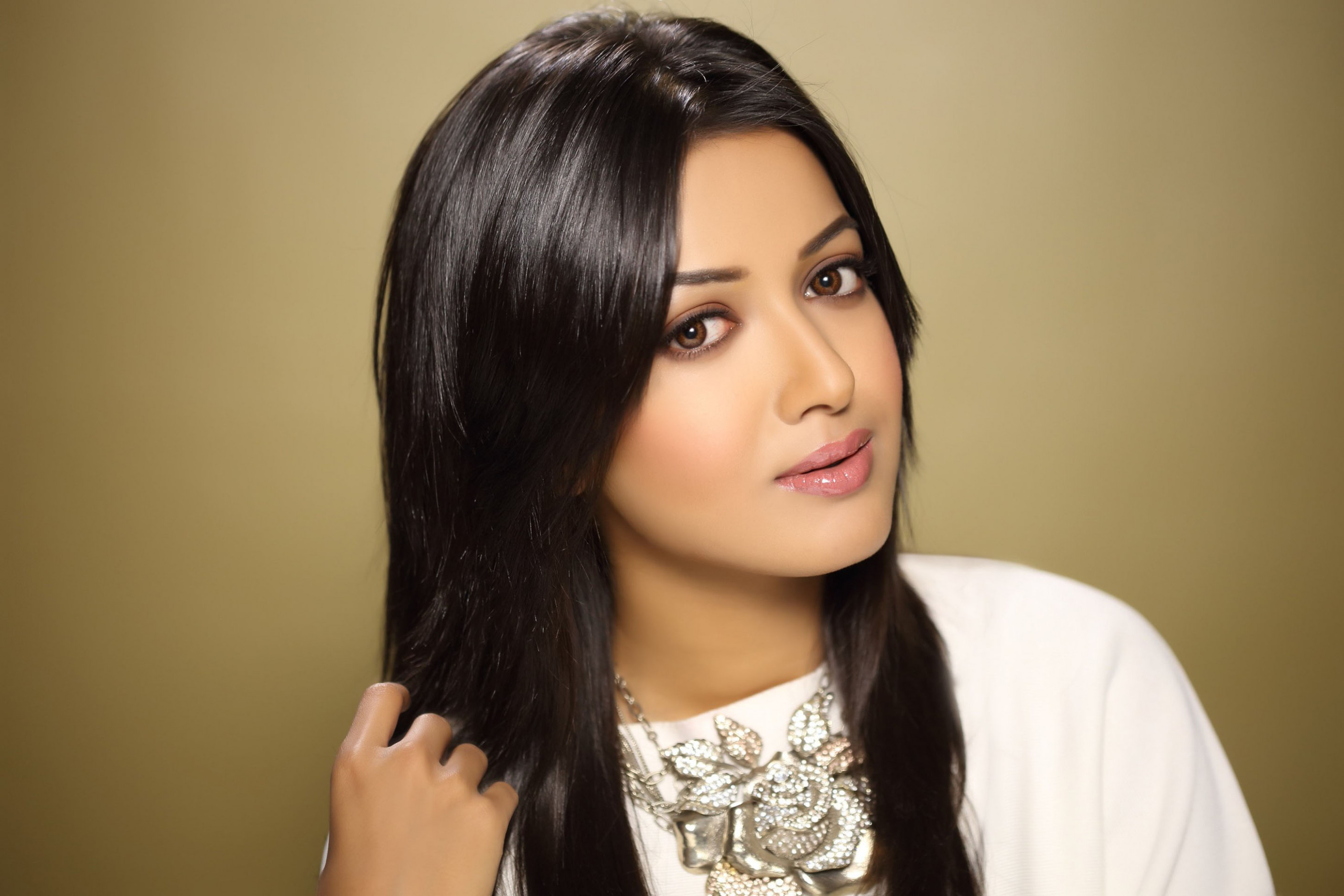 Tollywood actress catherine high definition wallpapers ...