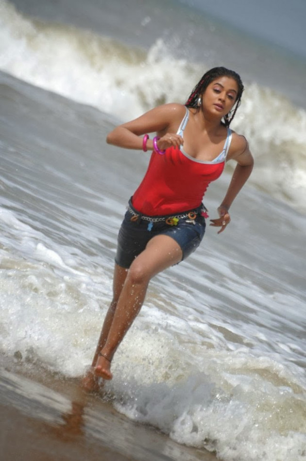 Tollywood Actress Hot Photos at Beach - Oh Puhlease
