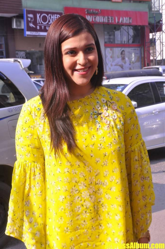 Tollywood Actress Mannara Chopra Cute Images Gallery ...