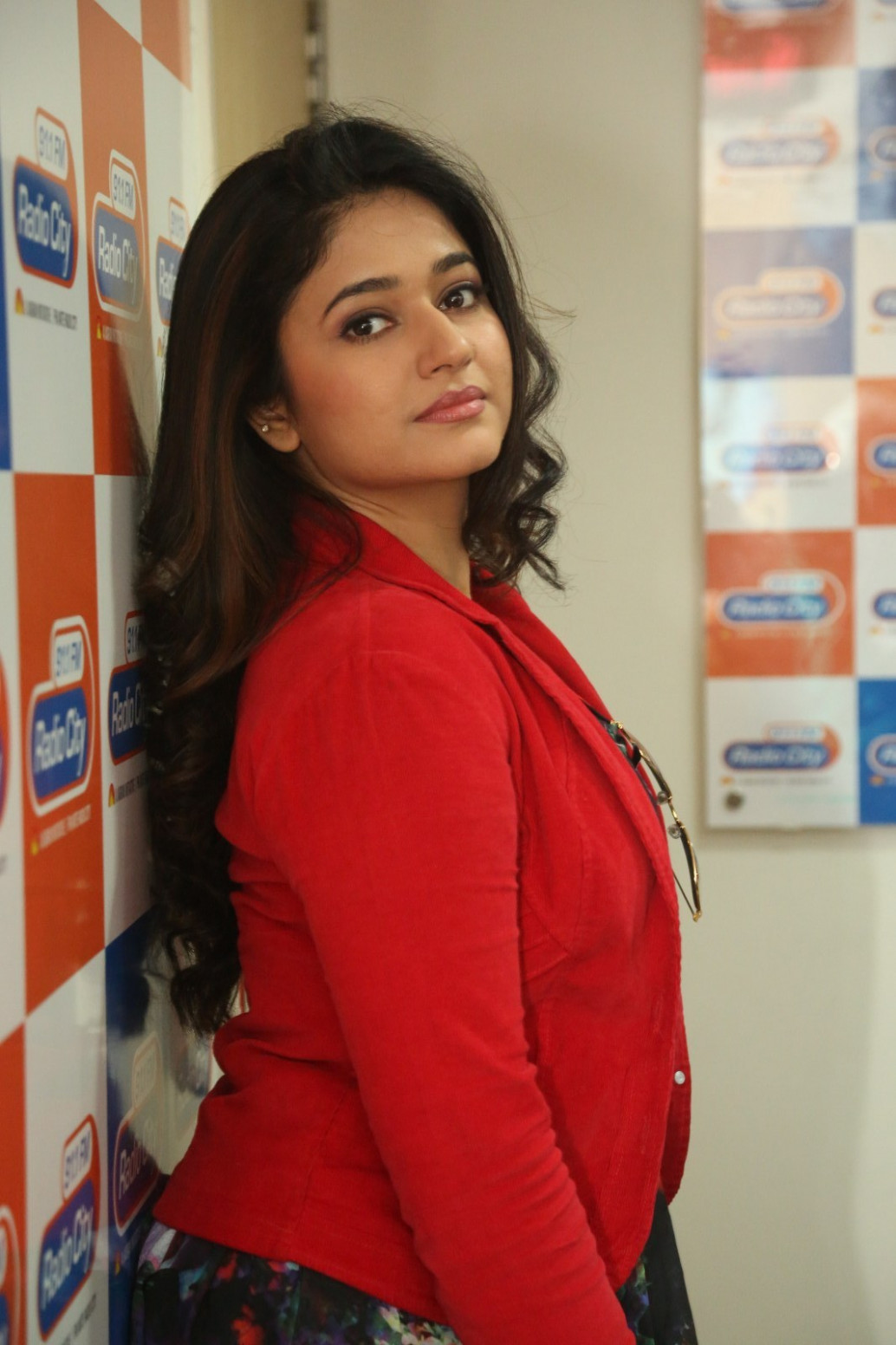 Tollywood Actress Poonam Bajwa Legs Thighs Stills In Red ...