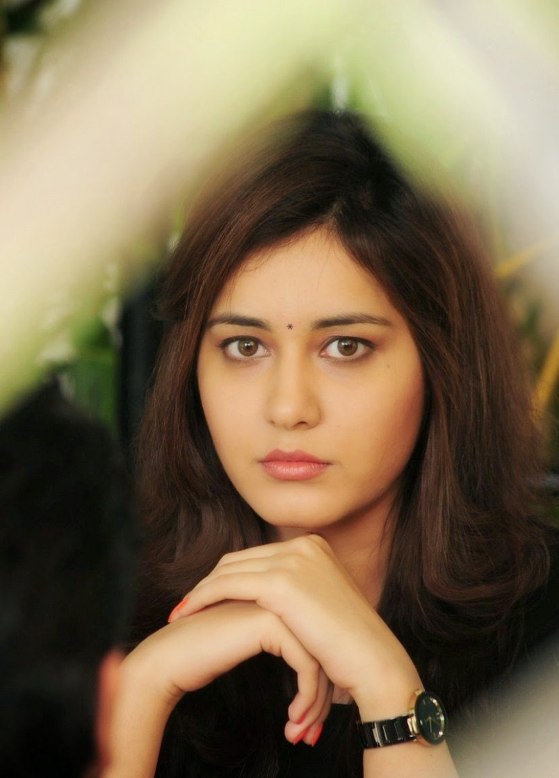 Tollywood Actress Rashi Khanna Face Close up Stills ...