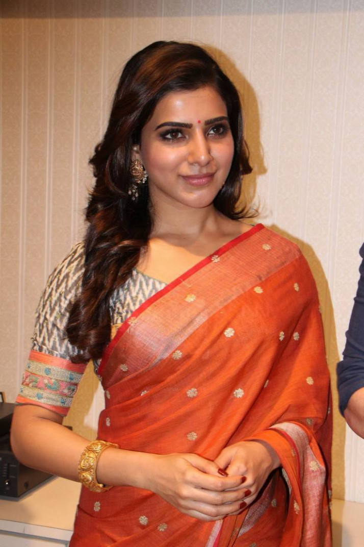Tollywood Actress Samantha Hip Navel Show Hot Stills In ...