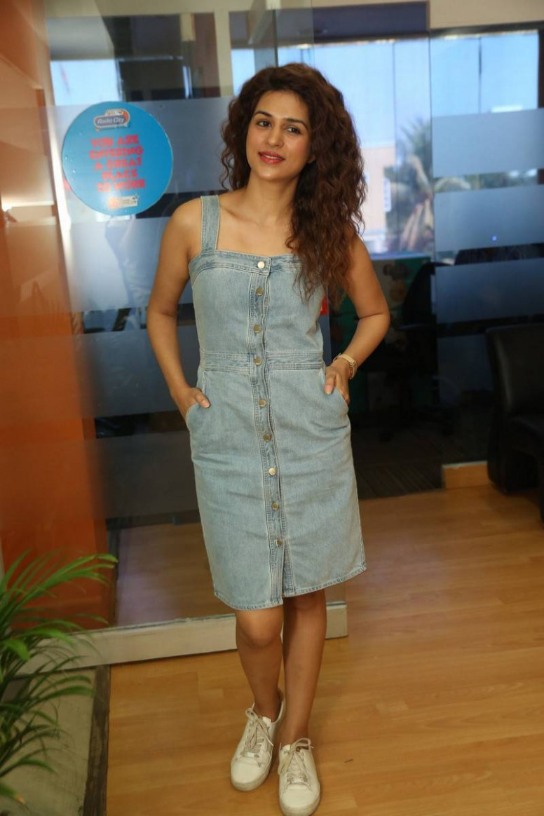 Tollywood Actress Shraddha Das Latest Photos Stills ...