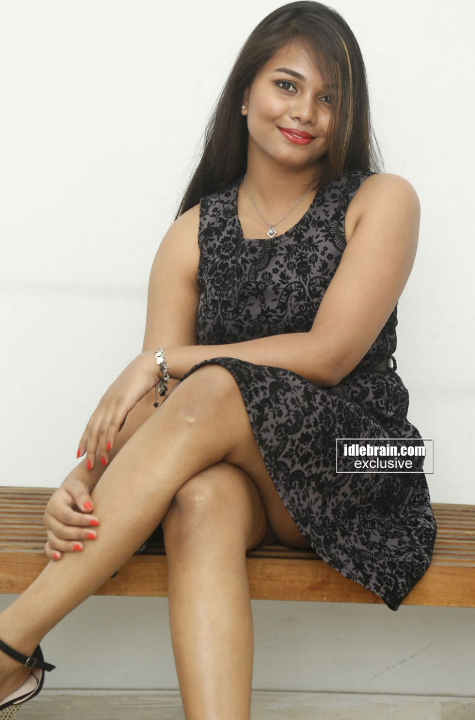 Tollywood Actress Sneha Showing Her Hot Thighs in Short ...