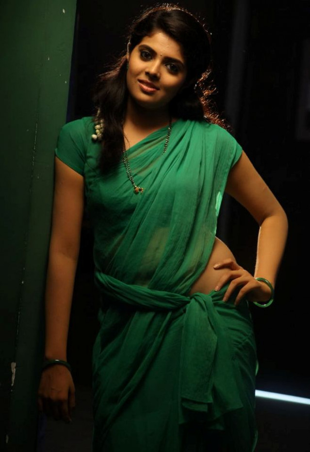 Tollywood Actress Sravya Saree Navel Photos - Heroines Images