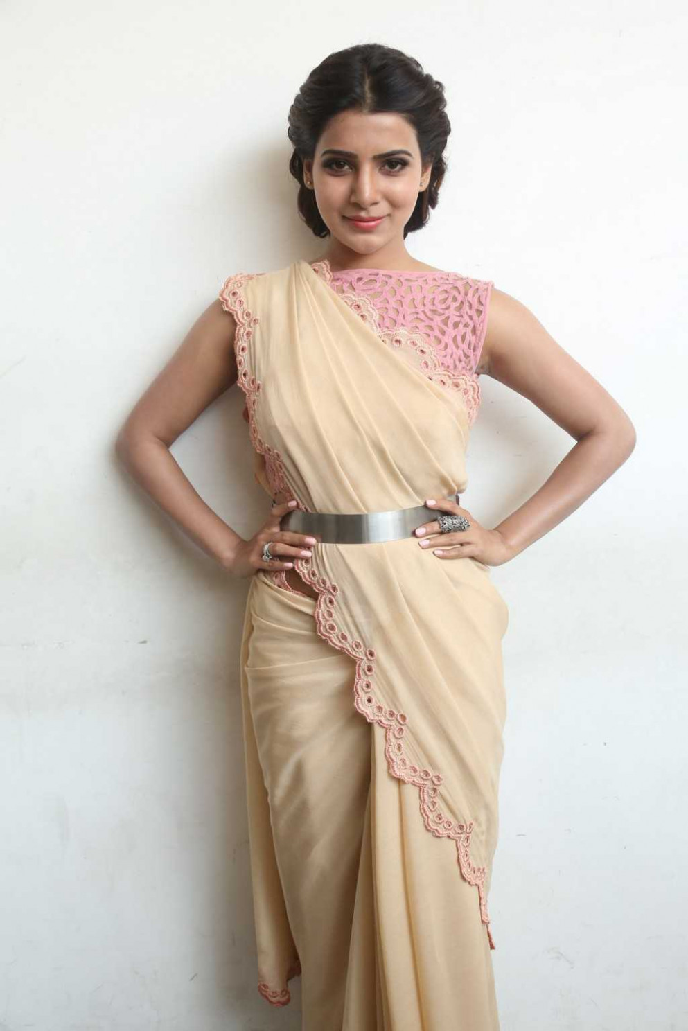 Tollywood Actress Stills In Designer Pink Saree Samantha ...