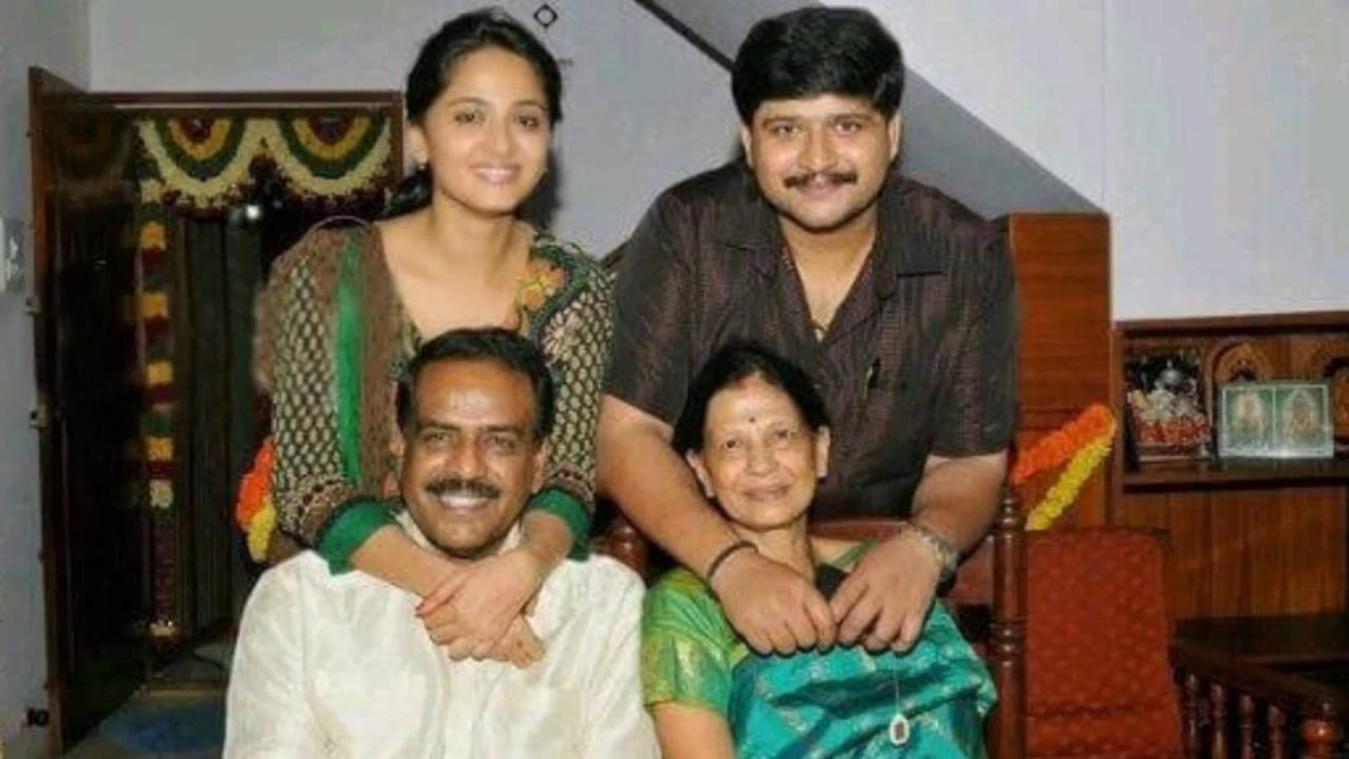 Tollywood Famous Actor/Actress Family Photos - YouTube