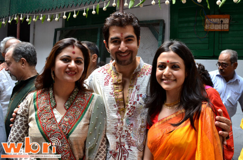 tollywood hot picture: koyel-mullick-jeet-wife-durga-puja-2011