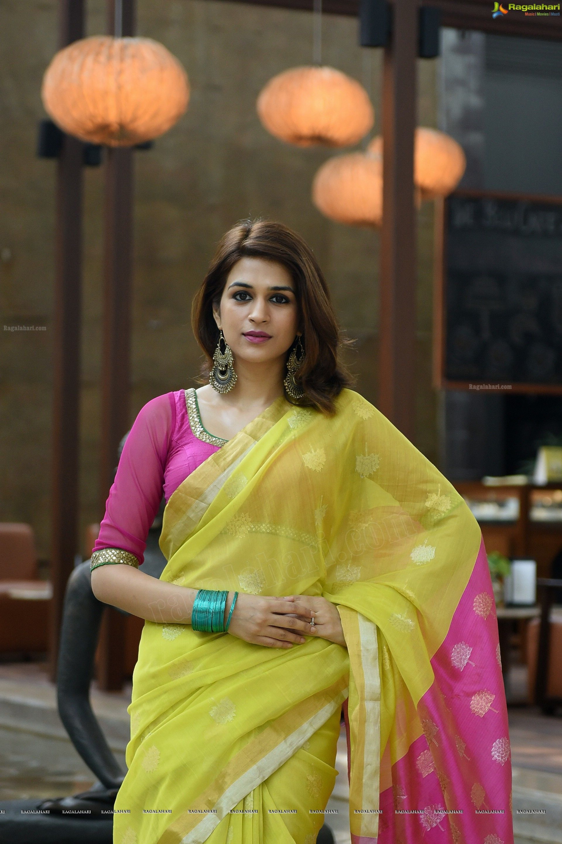 Tollywood HQ - Shraddha Das In Saree Photos