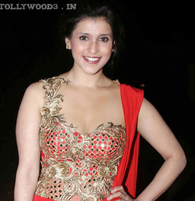 tollywood : Mannara Chopra Biography, Wiki, Height, Weight ...