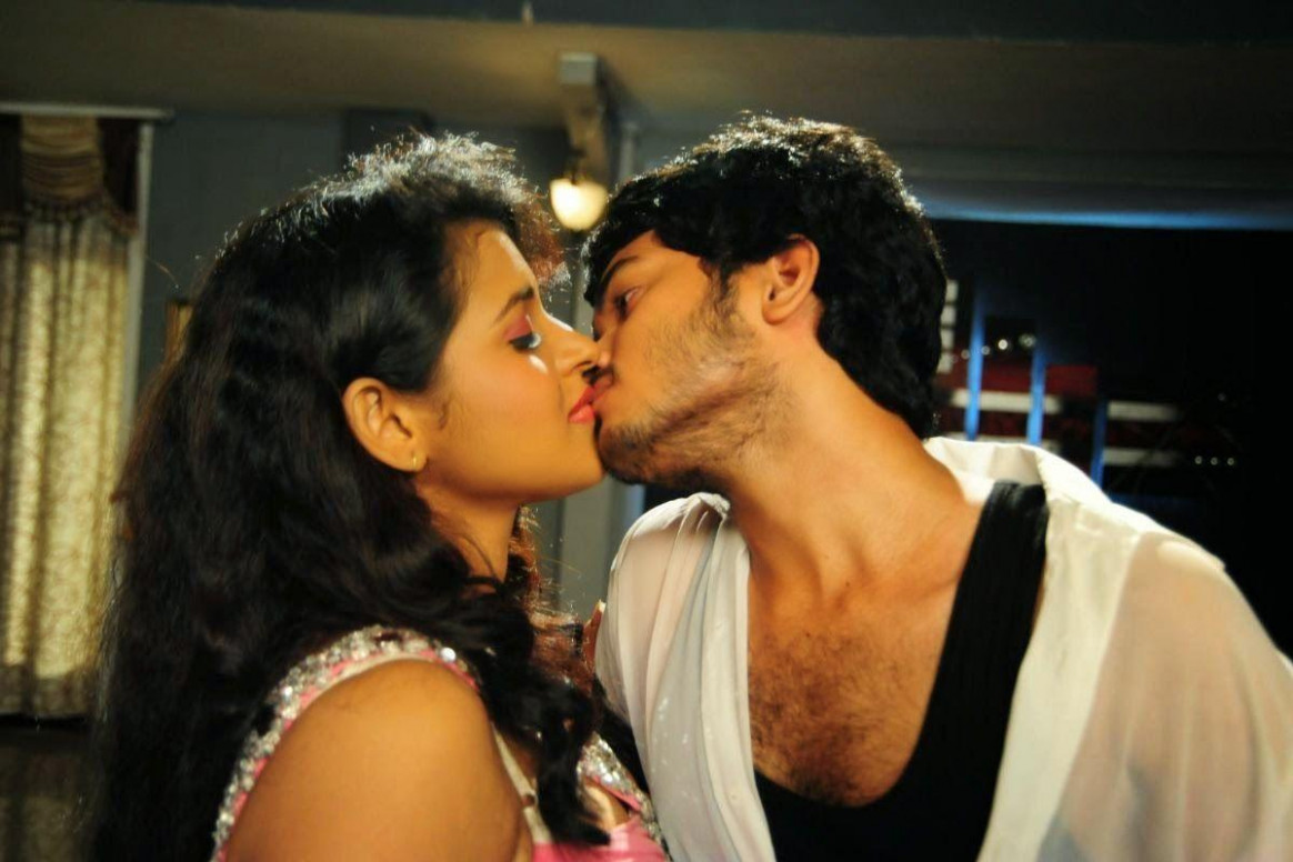 Tollywood Stars Romantic Lip Lock Photos ~ Cinelegend