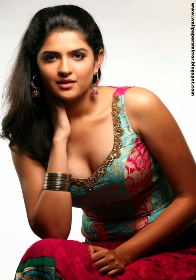 Top 10 hottest actresses in tollywood - Sri Krishna ...