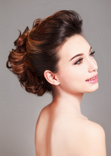 Top 9 Bridal Hairstyles For Round Faces | Styles At Life