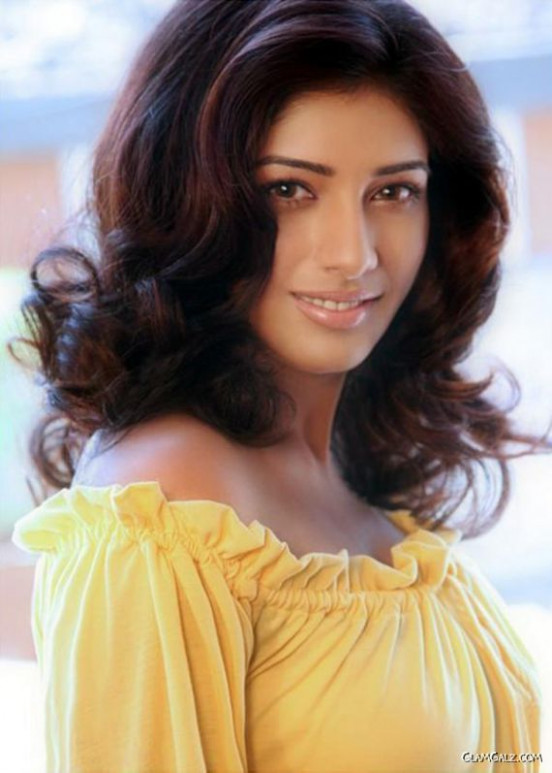 Upcoming Tollywood Actress Divya Bhandari | GlamGalz.com